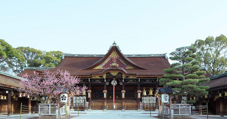 北野天満宮(きたのてんまんぐう)は梅と紅葉で有名な京都の神社です。菅原道真公をお祀りした神社の宗祀であり、「天神さん」と呼ばれ、親しまれています。アクセス方法・地図、お守りやお札等も掲載しております。