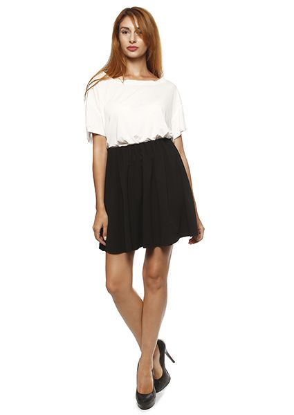 Juvenile short skirt with elastic waist