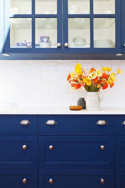 blue  anaqueles o armarios  de madera