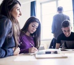 Skolorna har samtyckesavtal för eleverna på dessa bilder. För namn på medverkande - kontakta respektive skola. Täljegymnasiet är en modern skola som arbetar med framtidens förmågor utifrån två perspektiv, det internationella och det kommunikativa, med fokus på IKT i lärandet, språk- och kunskapsutvecklande ämnesundervisning och projektbaserat lärande.