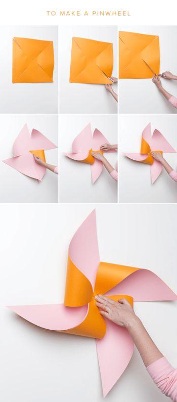 風車の作り方はとっても簡単。正方形の紙の角から真ん中に向かって、4本の切り込みを入れます。切り込みを入れた部分を真ん中に寄せてとめると風車の完成です。