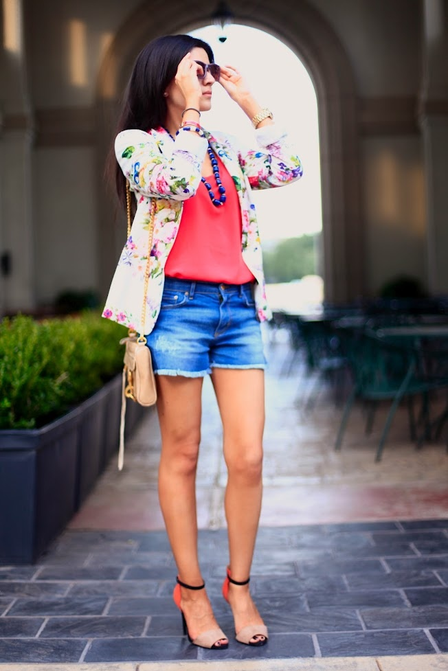 Casual Floral: Morgan Closet, Floral Prints, Fashion Lookbook Inspiration, Casual Floral, Prints Blazers, Fashion Inspiration, Pinterest Closet, Fashionlookbook Inspiration, It With Shorts