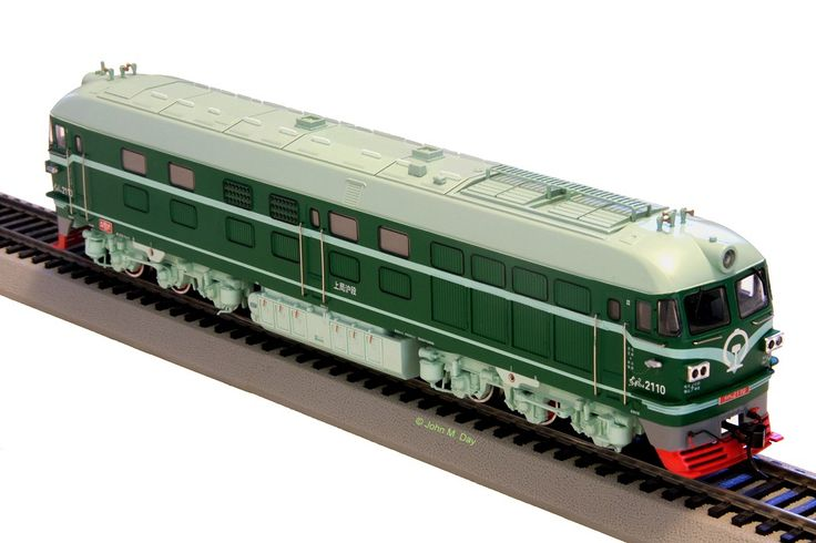 Bachmann DF4B Diesels second release Model CD00210 Loco #2110  Green/Light blue (Light green bogies)