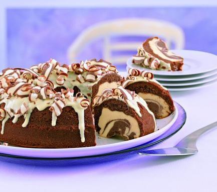 Frischer Quarkkuchen mit Kakao und einer leichten Zitronennote