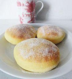 Beignets sans friture 320 g de farine 14 g levure fraîche ou 5g de sèche 12 cl de lait entier + 2 c à s 20 g de beurre 60 g de sucre en poudre 3 cl d'eau de fleur d'oranger 1 œuf 1 pincée de sel sucre ( finition )