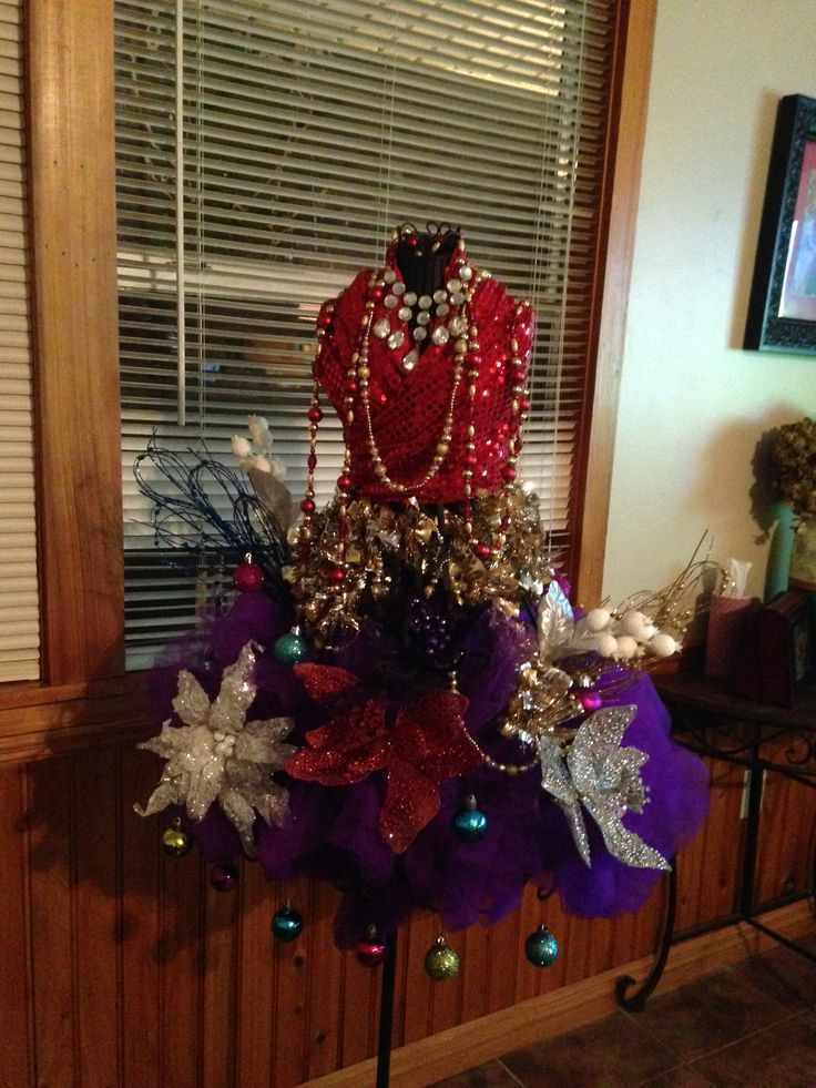 My new orleans style mannequin christmas tree new for Style christmas