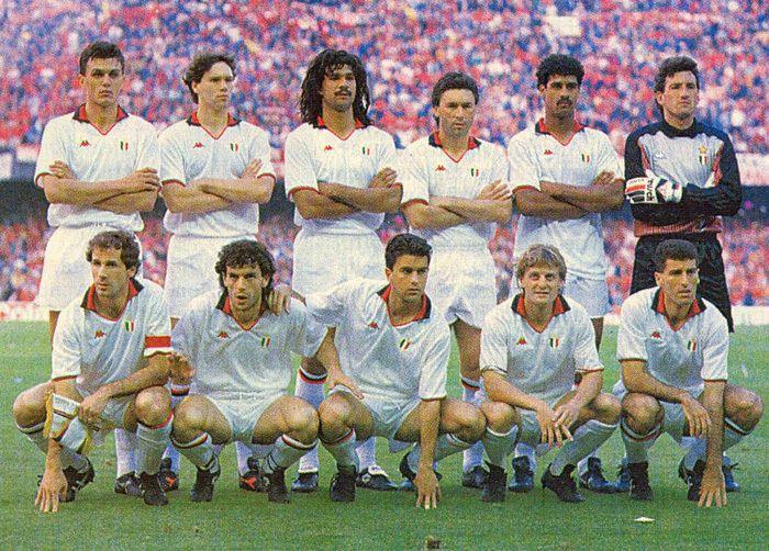 Maldini, Van Basten, Gullit, Ancelotti, Rjkaard, Galli - Baresi, Donadoni, Costacurta, Colombo, Tassotti - Milan AC 90
