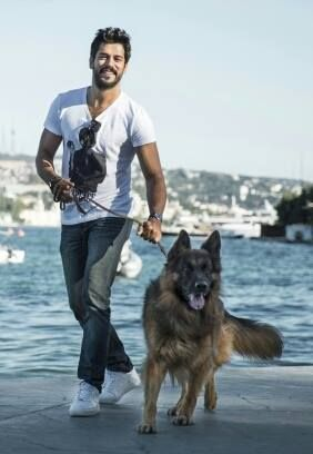 Burak Özçivit with his Dog