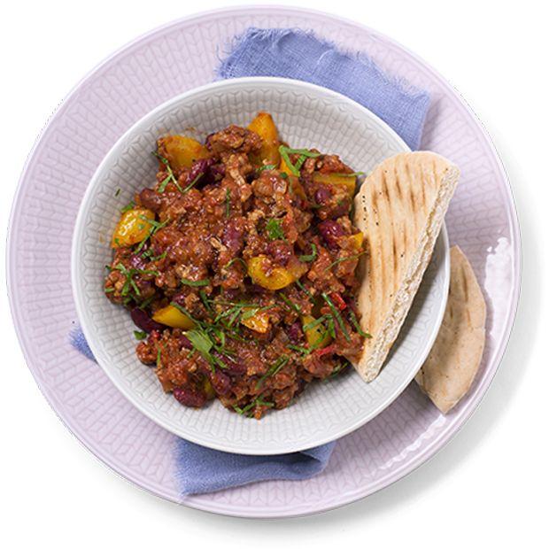 Chili con carne, kjøtt i tomat og chili, er en enkel og mettende meksikansk gryterett. Kjapp oppskrift på chili con carne.
