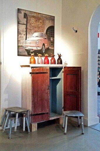Kastje met oude Franse luikjes van CustomThijs bij MOMO Lifestyle & Design Breda