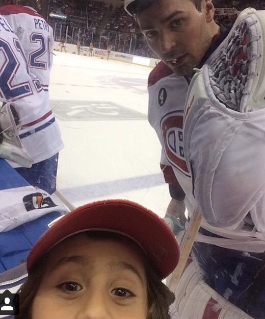 Carey Price poses for a fan's selfie. #Canadiens #NHL #Hockey