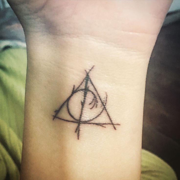 the 25 best deathly hallows tattoo ideas on pinterest deathly hallows harry potter tattoos. Black Bedroom Furniture Sets. Home Design Ideas