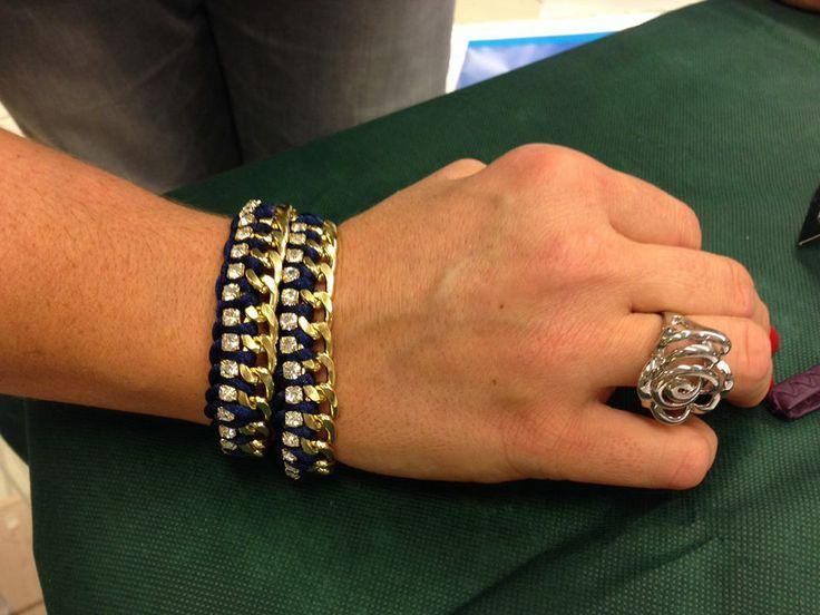 Braccialetto con fila di strass (Bracelet with a row of rhinestones)