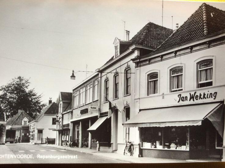 Jan Wekking maakte de foto , gekocht in de winkel van Leuven. Lichtenvoorde