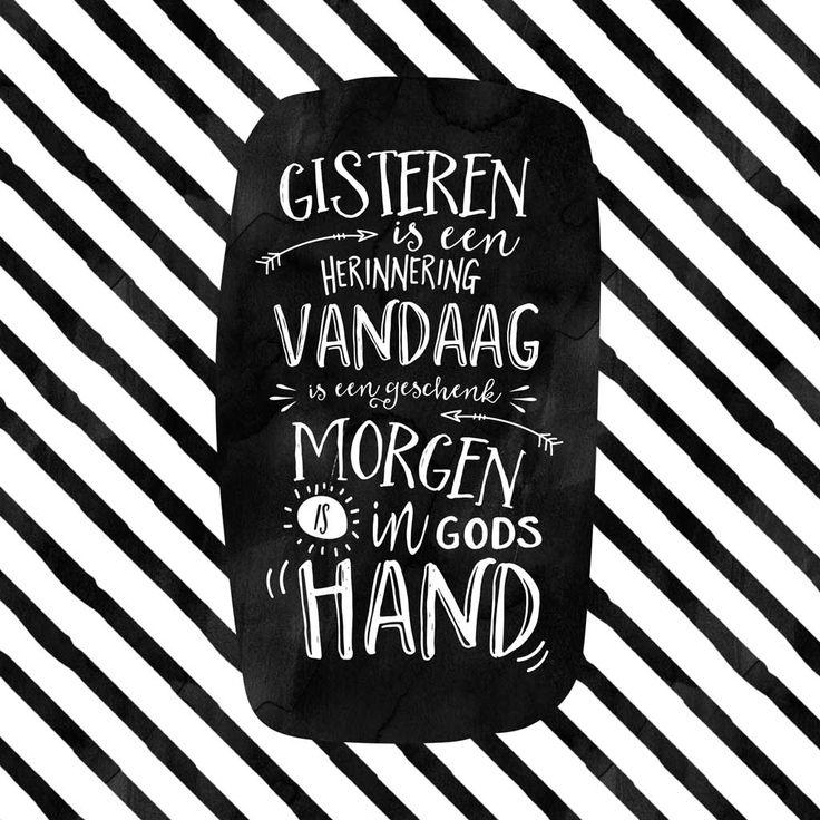 Gisteren is een herinnering, vandaag is een geschenk, morgen is in Gods hand. Prachtig ontwerp (vinden we zelf ;-)) van Bram! Deze kruimel is ook in onze webshop te bestellen als kaart én als poster! #Dankbaarheid, #Geloof, #Liefde https://www.dagelijksebroodkruimels.nl/gisteren-vandaag-morgen-2/
