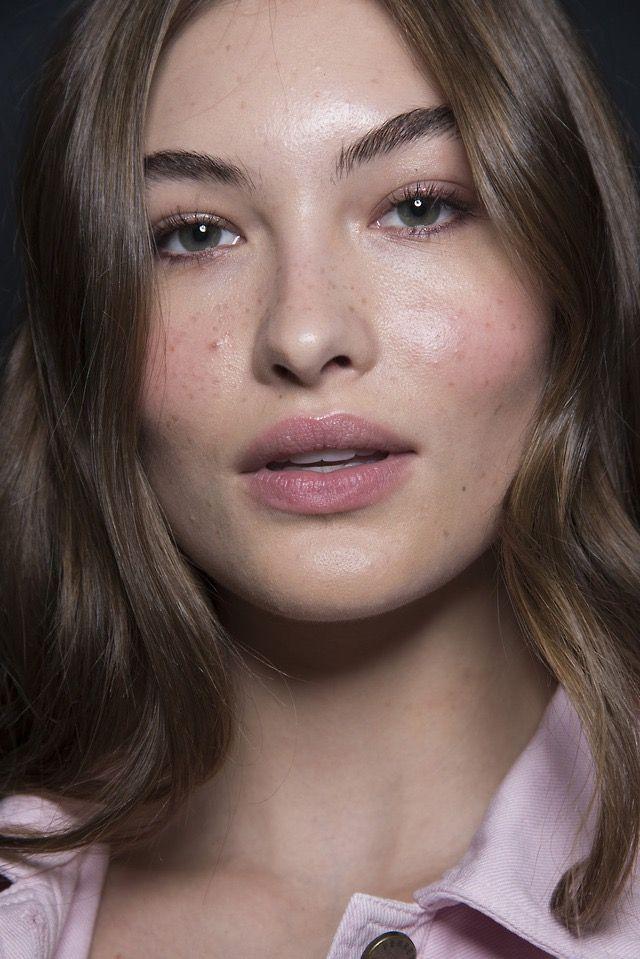 Grace Elizabeth atAlberta Ferretti S/S 2019. Light makeup