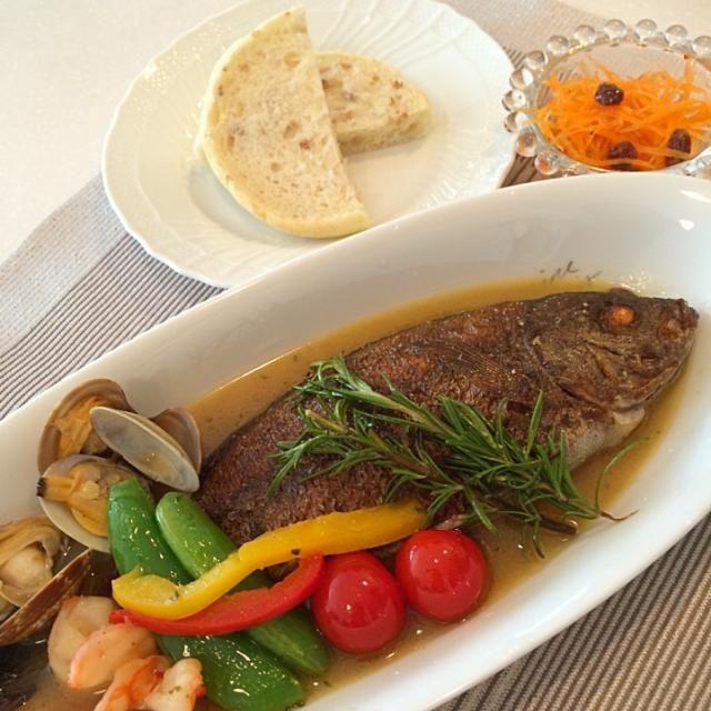 今から仕事のため母の夕ご飯 昼がカレーになったのでカロリー抑えるの大変でした。 - 37件のもぐもぐ - イサキのアクアパッツァ by yumenimishi101