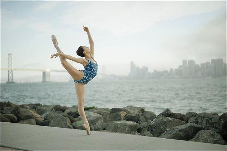 Искусство в массы: балерины своей грацией покорили улицы города