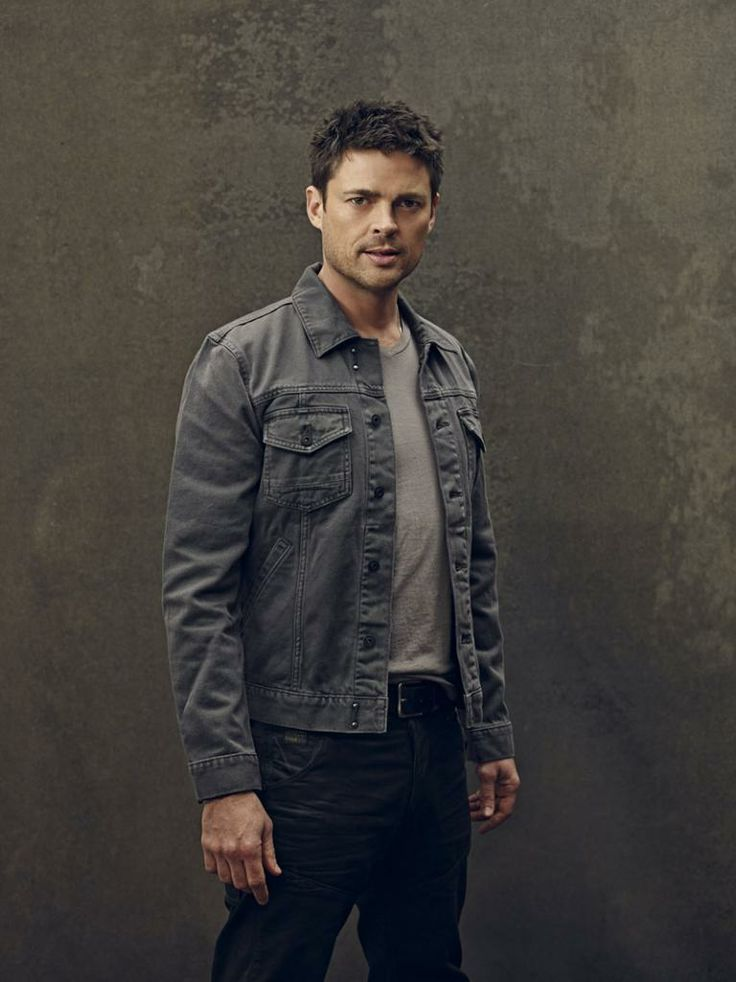 The gallery for --> Karl Urban Almost Human Shoulder Holster