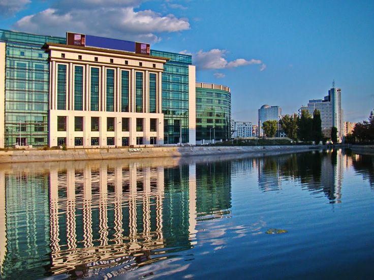 Biblioteca Nationala a Romaniei – Capitolul cel mai important al biografiei Bibliotecii Nationale poate fi considerat  anul 1955 când a fost înfiinţată (prin H.C.M. nr. 1193/ 25.06.1955) Biblioteca Centrală de Stat, ca principală bibliotecă publică a ţării, o instituţie creată pe baze biblioteconomice moderne, având atribuţiile specifice unei biblioteci naţionale, conform standardelor UNESCO.