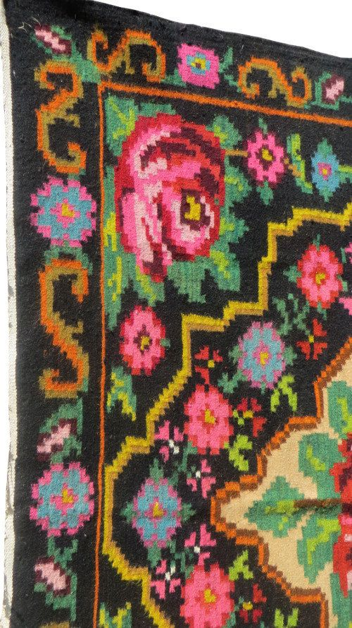VINTAGE KILIM RUG with a floral pattern // Picnic in the field https://www.etsy.com/shop/Rugstory