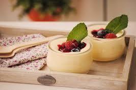 Aprende a preparar sabrosa Crema de Mascarpone con esta rica y fácil receta. Mezclar los huevos con el azúcar y batirlos enérgicamente. Añadirles el mascarpone con...