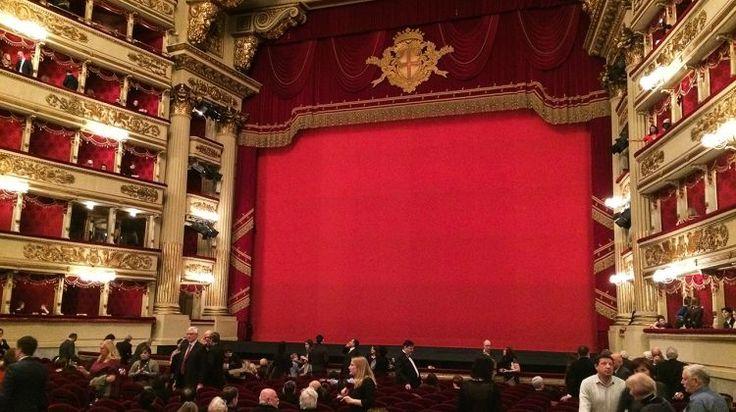 Il palcoscenico del Teatro alla Scala di Milano - The stage of the Theatre alla Scala in Milan
