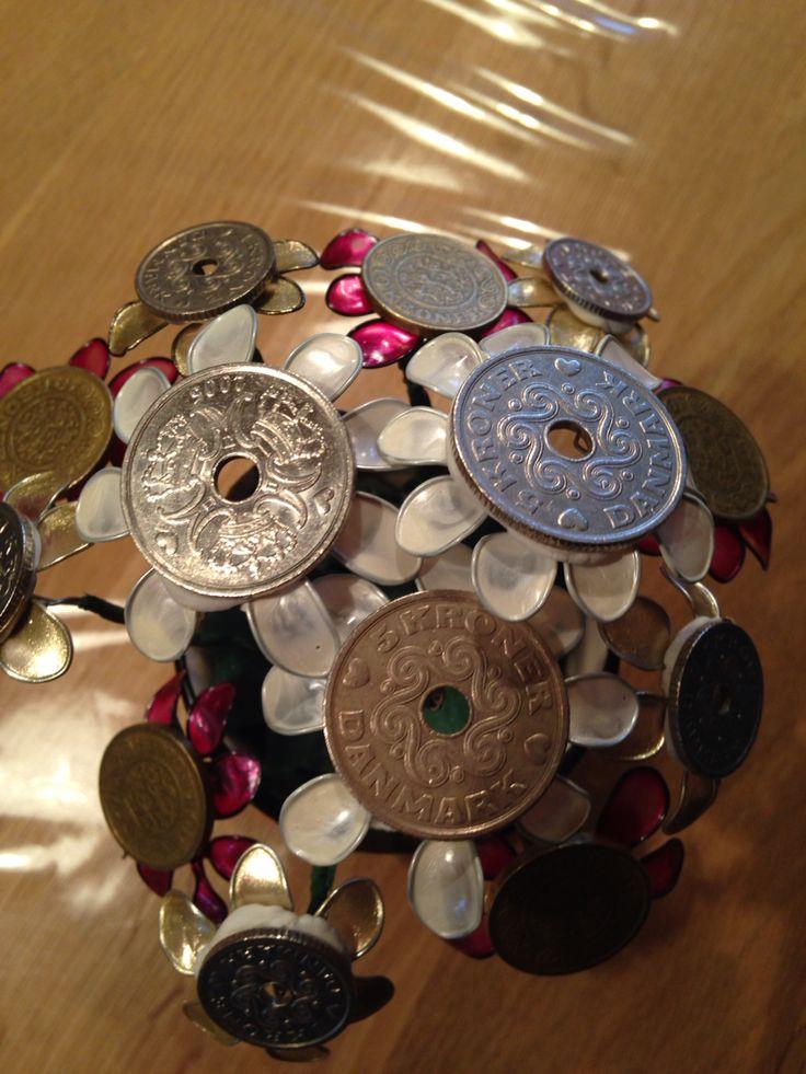 Neglelaks blomster med penge (en lille gave til en pige der ikke ønsker andet ind penge)