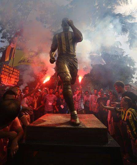 Ceremony for the Alex the Souza's the legend football player for Fenerbahçe, sculpture at Park Yogurtcu-Kadıköy-Istanbul