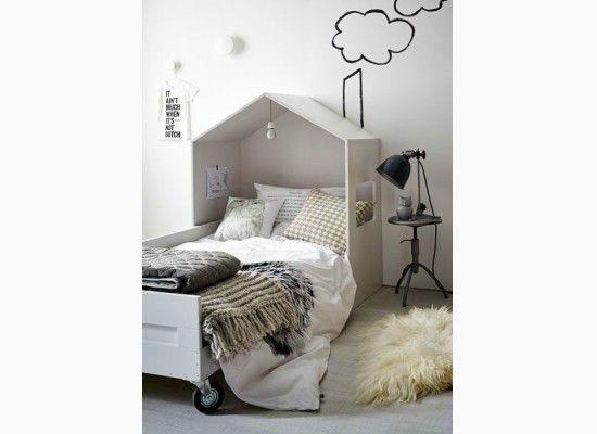 Stylový domeček v dětském pokojíčku