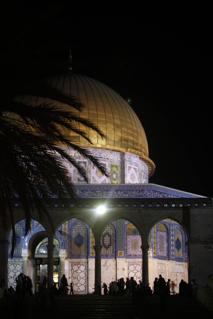 What a peaceful view after a long fasting day! Dome of the rock, shining in #ourramadan2012 night: The Rock