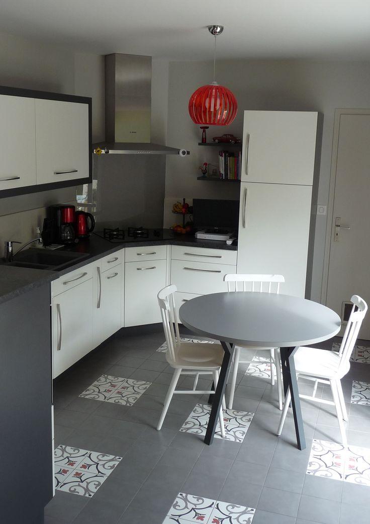 Une cuisine et une pièce de vie entièrement remises au goût du jour près de Nantes (44). Pour découvrir le reportage en détail : http://www.kiosquedeco.fr/decoration/designsentry_portf/une-cuisine-et-une-piece-de-vie-entierement-remises-au-gout-du-jour-pres-de-nantes-44