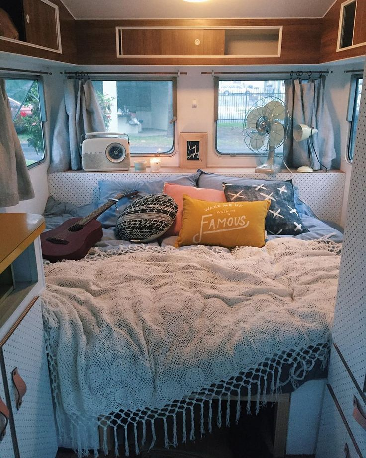 Love this ledge/headboard. I would love to be parked at the beach with curtains and windows open ;o)