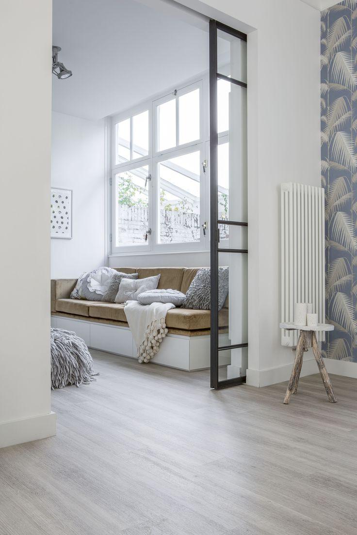 Deze warme en neutrale vloer past in elk interieur. Goed te combineren met zowel lichte als donkere meubelen en kleurrijke accessoires.