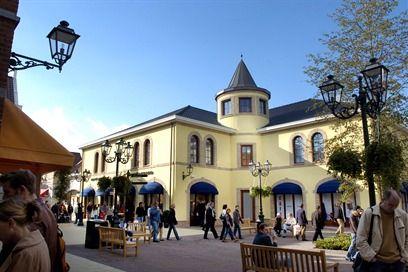 Het Designer Outlet in Roermond staat bekend als een van de grootste winkel outlets van Europa.
