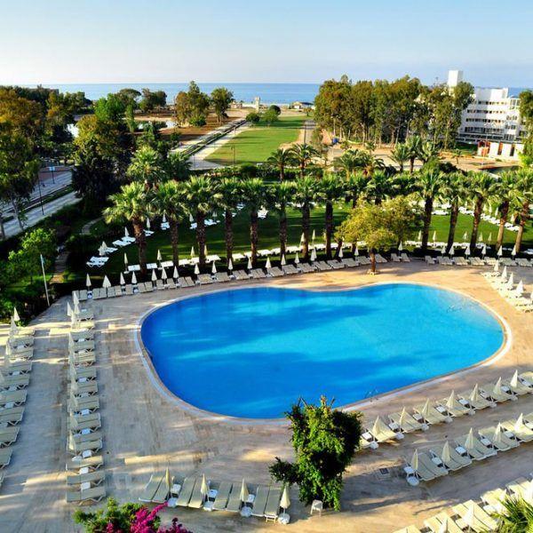 Отель Maritim Saray Regency Resort & Spa расположен в 5 км от центра Сиде.  От отеля Maritim Saray Regency Resort & Spa до пляжа можно дойти всего за 5 минут. Есть крытый и открытый бассейны с водными горками. Также функционирует фитнес-центр и хаммам. Бесплатный Wi-Fi предоставляется в холле отеля.   Отель состоит из 2 пятиэтажных зданий. Общая площадь отеля около 39 000 кв.м. http://www.bontravel.com.ua/tours/hotel-maritim-saray-regency-side-turciya/    #travel #turkey #туры #море