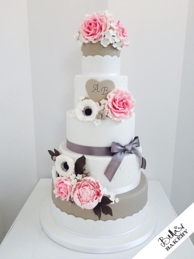 Roses and anemones wedding cake - Cake by Bella's Bakery