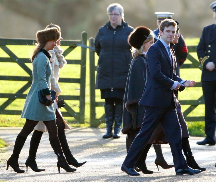 KING'S LYNN, UNITED KINGDOM - JANUARY 10: (EMBARGOED FOR PUBLICATION IN UK NEWSPAPERS UNTIL 48 HOURS AFTER CREATE DATE AND TIME) Pippa Middleton (L), Sophie Carter (3rd L) James Meade and Catherine, Duchess of Cambridge attend the Sunday service at St Mary Magdalene Church, Sandringham on January 10, 2016 in King's Lynn, England. (Photo by Max Mumby/Indigo/Getty Images) via @AOL_Lifestyle Read more…