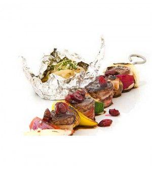 Srnčí špíz s brusinkovou omáčkou  (Roebuck kebab with cranberry sauce)