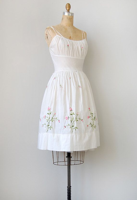 vintage 1950s dress / vintage 50s dress / vintage white floral 1950s sundress