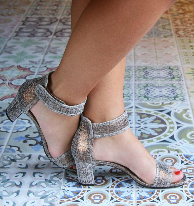 """"""" Los zapatos son solamente (justo) un pedestal. Lo que me interesa es el poder de la mujer que los lleva. """" __Christian Louboutin    JOMEI :: SHOES :: CHIE MIHARA SHOP ONLINE"""