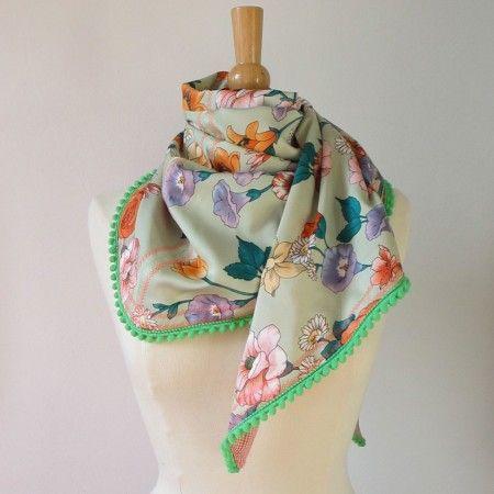 Naai een hippe sjaal van een kringloopvondst. Tutorial van Handmade chic