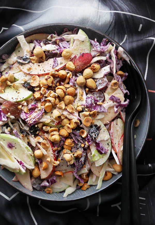 Almost waldorf (red cabbage, apples & roasted hazelnuts)