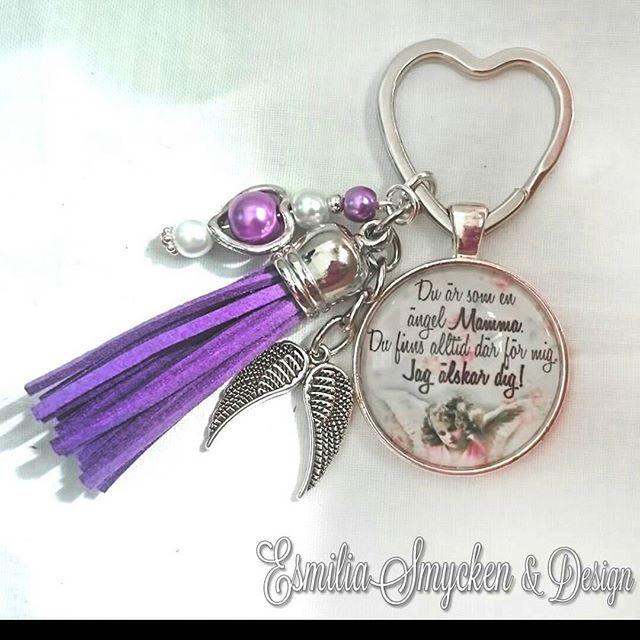 WEBSTA @ esmiliasmycken - Prisexempel 59kr/stFrakt 7kr#nyckelring #nykelringar #smycken #nyckelknippa #dekoration #tillsalu #loppis #bloppis #gåva #present #viärallapysselmorsor #syster #vänskap #barndom #pärlor #keychain #tassle #pearls #gems