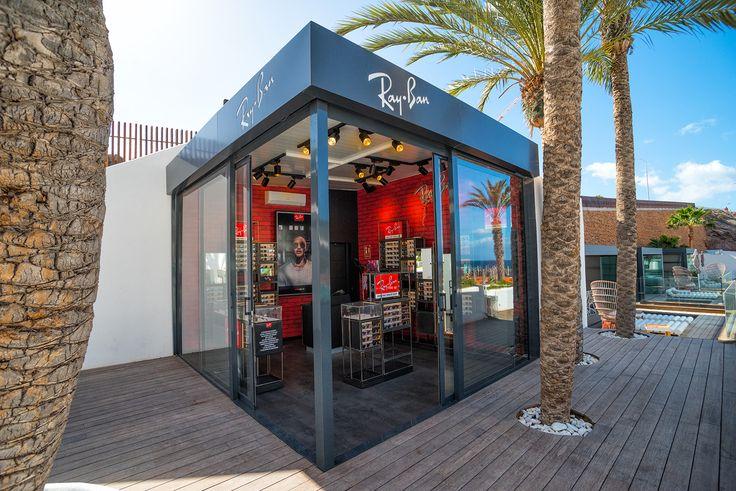 El día 23 del pasado mes de diciembre tuvo lugar la inauguración del nuevo kiosco Ray-Ban para la firma Sunglass Hut en el hotel Hard Rock de 5 estrellas, ubicado en la avenida Adeje de Santa Cruz de Tenerife.