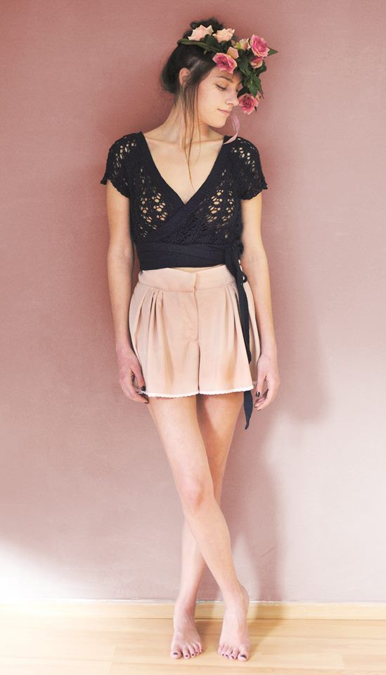 CHAGALL top in blue or beige REMBRANDT shorts in dusty pink or grey