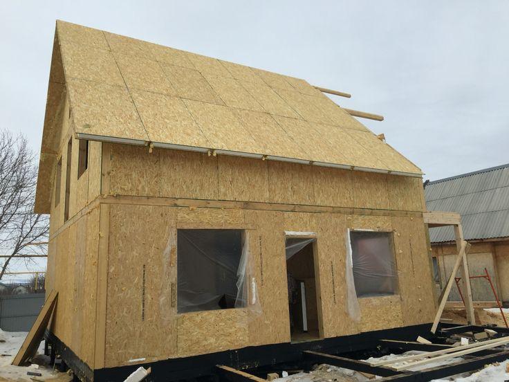 Кровля также выполнена из СИП панелей- нулевые теплопотери, практично, облегчен монтаж декоративного покрытия.  The roof is also made of SIP-panels - zero heat loss and easier installation of decking.