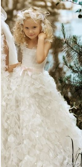 Such a pretty flower girl dress