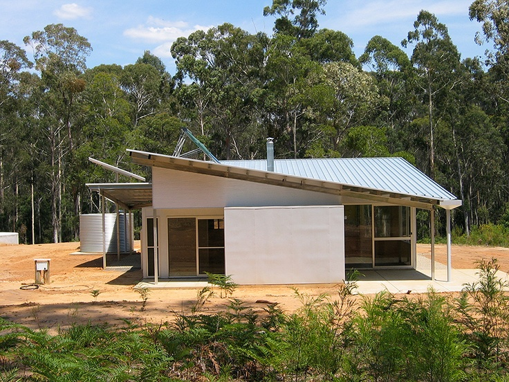 Bush Retreat on NSW south coast features roofing and walling made from ZINCALUME® steel and a steel framing which was chosen as they are bushfire and termite proof and touch the earth lightly.