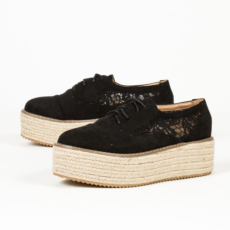 Black Lacy oxfors. Μαύρα flatforms με δαντέλα. Shoes Mega Stores.